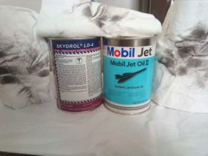 Skydrol hydraulische olie en Mobil Jet oil